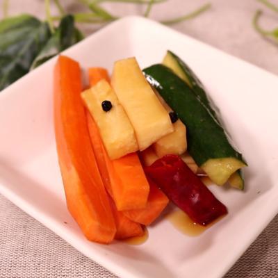 美味しい根菜ときゅうりのピリ辛漬け