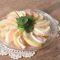 丸ごと桃とモッツァレラのビネガーサラダ