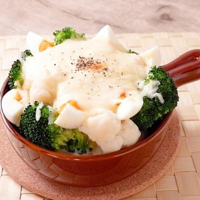 カリフラワーとブロッコリーの卵グラタン