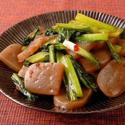 豆板醤でピリ辛 小松菜とこんにゃくの炒め物