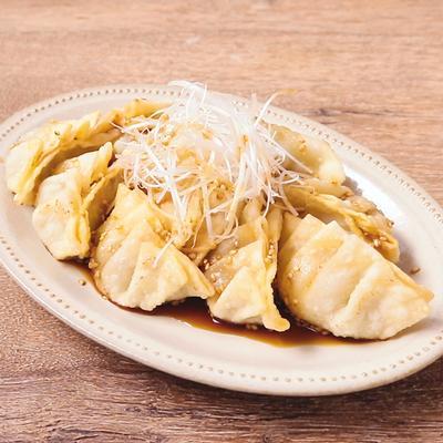 カラッと香ばしい ポン酢ダレの揚げ餃子
