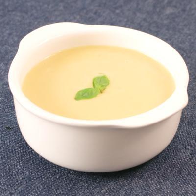 サツマイモとピーナッツバター香る冷製豆乳ポタージュ