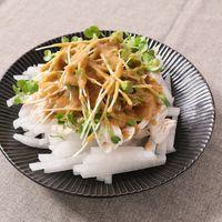 鶏ささみと大根のごまドレッシングサラダ