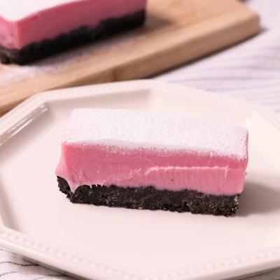 ピンクで可愛い いちごの生チョコタルト