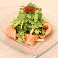 サーモンと油揚げの香菜サラダ