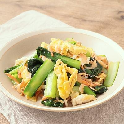 簡単おかず 小松菜と卵と桜エビの炒め物