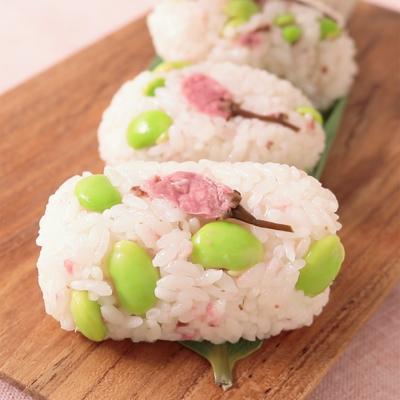桜と枝豆のおにぎり