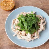 レンジで簡単 鶏むね肉とパクチーのエスニックサラダ