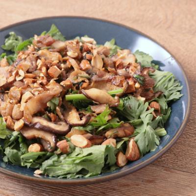 ナンプラー香る カリカリ豚肉と春菊のサラダ