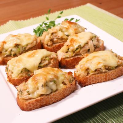ささみの梅味噌チーズオープンサンド