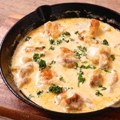 スキレットで作る たっぷりチーズのシュクメルリ