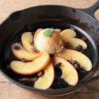 スキレットで焼きりんごのアイス乗せ