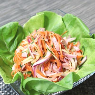 ベーコンと野菜のエスニックサラダ