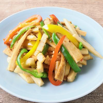 お肉を高野豆腐に替えて 青椒豆腐