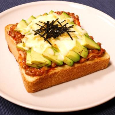 アボカドキムチ納豆トースト
