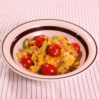 アスパラとミニトマトの卵炒め