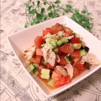 夏にさっぱり!トマトときゅうりとささみのサラダ