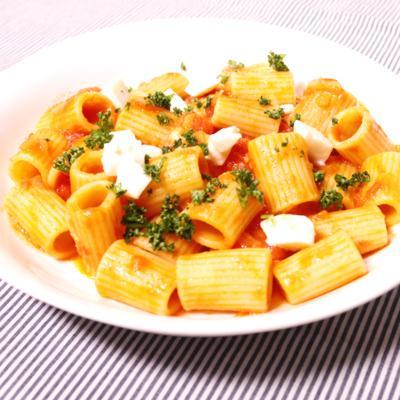 レストラン気分で!リガトーニのトマトソース