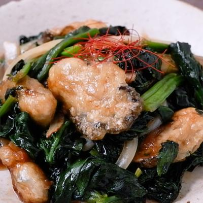 ちぢみほうれん草と牡蠣の炒め物