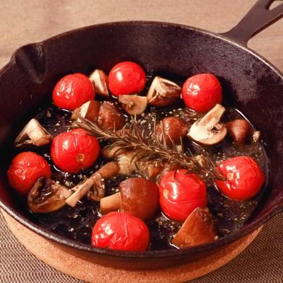 ブラウンマッシュルームとミニトマトのハーブバター蒸し