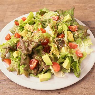 サニーレタスとアボカドのわさび風味サラダ
