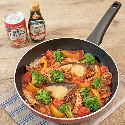 簡単フタして10分!ブリのトマトパッツァ