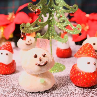 スノーボールクッキー雪だるまとイチゴサンタさん