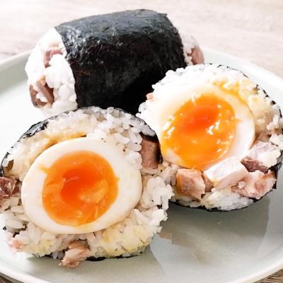 チャーシューマヨの煮卵おにぎり