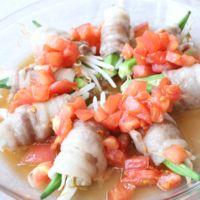 中華風トマトダレでさっぱり!オクラともやしのレンチン豚巻き