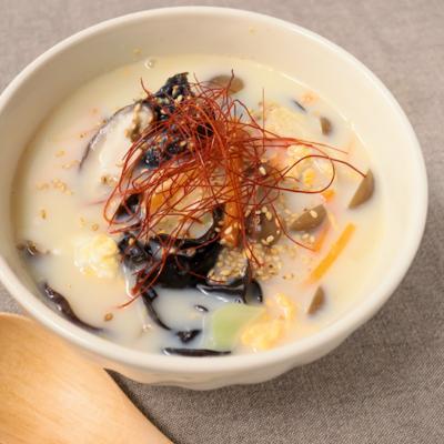 具だくさん クリーミー豆乳中華スープ