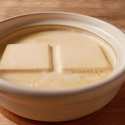 なめらか温泉湯豆腐