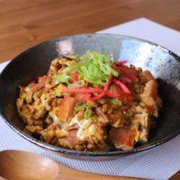 納豆とスパムの卵とじ丼