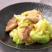 ご飯が進む キャベツと鶏肉のガリバタ炒め