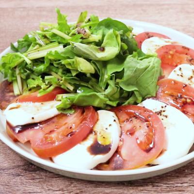 トマトとモッツァレラのルッコラサラダ