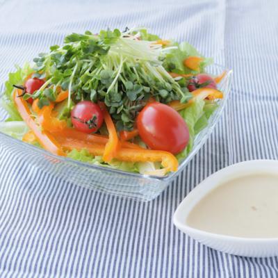 醤油麹ヨーグルトドレッシングのサラダ