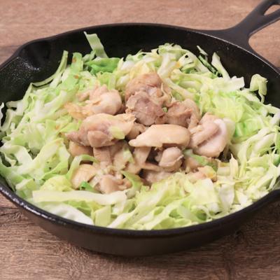 ザクザクキャベツと鶏もも肉のガーリックポン酢焼き
