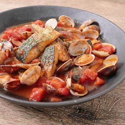 フライパンで簡単に サバとアサリのトマト煮込み