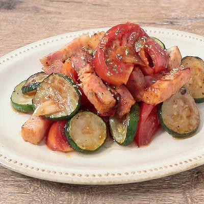 トマトとズッキーニの簡単イタリアン炒め