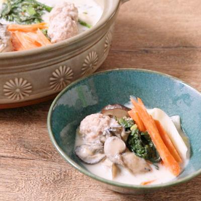 クリーミーな牡蠣と肉団子の豆乳鍋