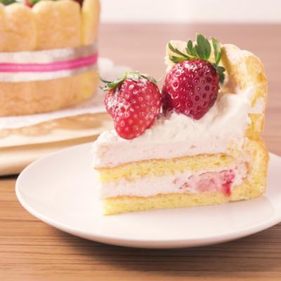 いちごムースのシャルロットケーキ