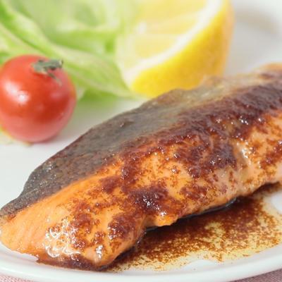 鮭のムニエル バター醤油ソースがけ