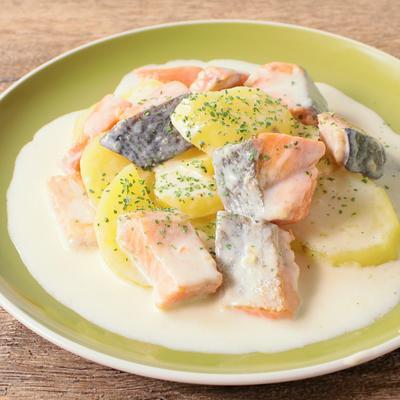 鮭とじゃがいものチーズクリーム煮