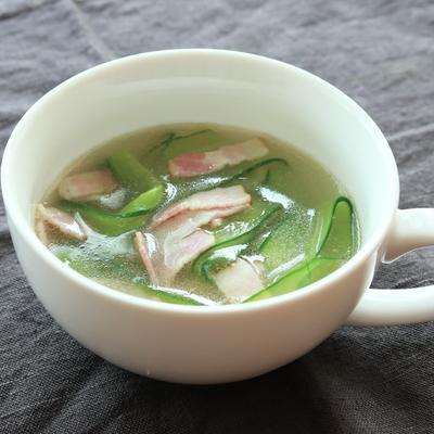 きゅうりとベーコンの中華スープ
