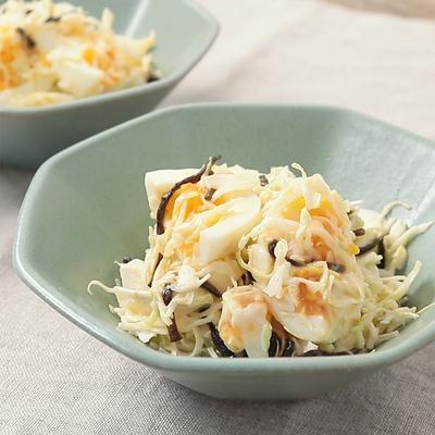 材料4つで ゆで卵とキャベツの塩昆布マヨサラダ