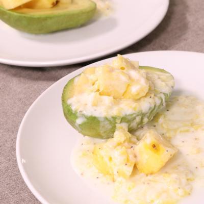 アボカドとパイナップルのデザートサラダ