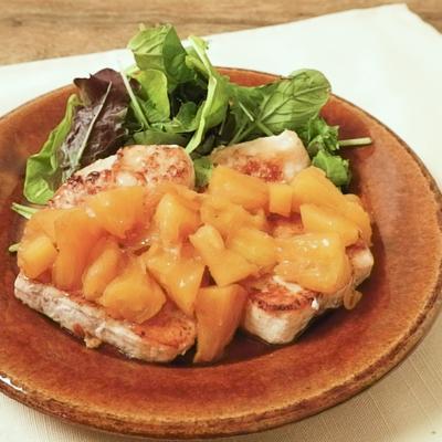 白身魚のムニエル スナックパインソース