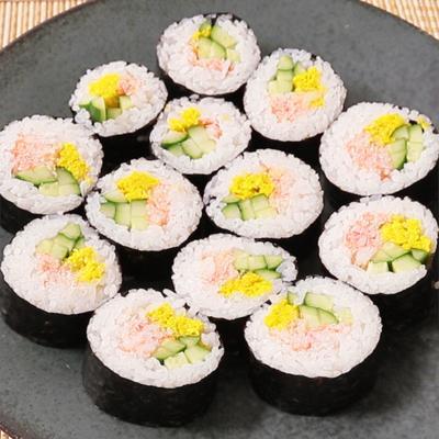 おもてなしに 菊と蟹の巻き寿司
