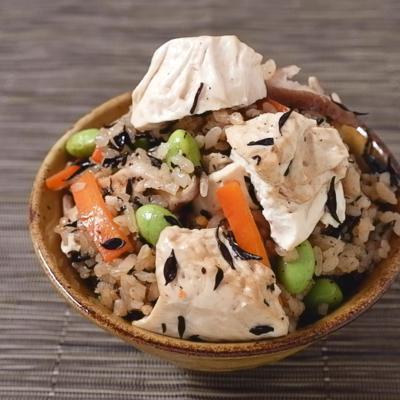 豆腐でかさ増し 中華風炊き込みご飯