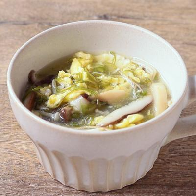 たっぷりきのことめかぶの中華スープ