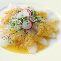 玉ねぎソースの鯛のカルパッチョ